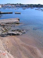 Cadaques (ow54) Tags: costabrava cadaques spanien spain europa europe strand mittelmeer mediterranean meer blau blue coast küste urlaub vacations süden