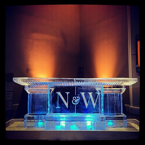 Congratulations to a lovely couple starting a new life together in the new year! @thewhittexperience @fsaustin #fullspectrumice #wedding #icebar #thinkoutsidetheblocks #brrriliant - Full Spectrum Ice Sculpture