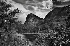 The Hetch Hetchy Valley (Black & White, Yosemite National Park) (thor_mark ) Tags: nikond800e lookingse day6 triptopasoroblesandyosemite yosemitenationalpark capturenx2edited colorefexpro silverefexpro2 blackwhite hetchhetchy hetchhetchyvalley outside trees hillsideoftrees blueskieswithclouds mountains mountainsindistance mountainsoffindistance landscape nature mountainside pacificranges sierranevada yosemiterittersierranevada northernyosemite kolanarock hetchhetchyreservoir lake viewfromnaturetrail viewfromhikingtrail project365 california unitedstates