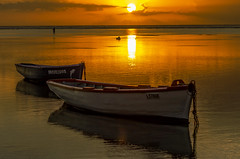 Sunset Mauritius (Malaquin Eric ........ thanks for your visits & co) Tags: mauritius maurice indianocean ilemaurice seaside seascape sea sundown sunset sky light lagon lagoon boat barque fishingboat fishingboats ericmalaquin endoftheday pentax reflection water atmosphere