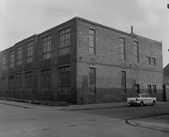 Negative No: 1968-0343 - Negatives Book Entry: 14-02-1968_TP_Butterworth Street-Galston Street CPO_View of Property of Objectors (archivesplus) Tags: manchester england 1960s townhallphotographerscollection car fnd480d ford anglia fordanglia