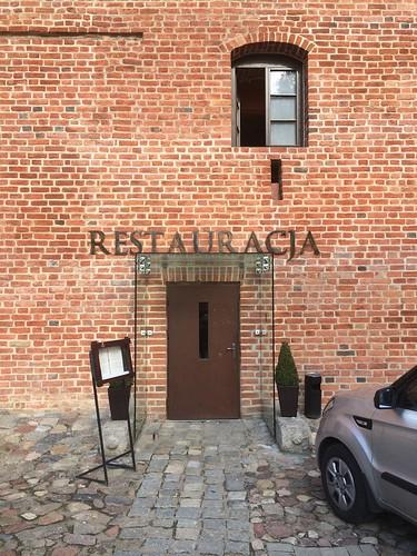 Wejście do restauracji w Hotelu Krasicki w Lidzbarku Warmińskim