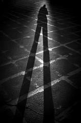 London (RoryO'Bryen) Tags: london londres shadow shadows trix kodaktrix blackandwhite film pellicule peliu copyrightroryobryen street socalledstreet winter inverno invierno hiver leicamp 35mmsummiluxmasph selfdeveloped iso1600 roryobryen