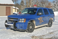 Michigan State Police: Gaylord Post (Emergency_Spotter) Tags: michigan state police blue goose geese cherry light cherrylight chills ice gaylord mi bubble gum snow snowy profile ford fleet chevy tahoe ssv dodge law dodgelaw push bar dual spotlight spotlights centercaps centerconsole rear classic