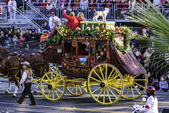 Wells Fargo stagecoach (Thad Zajdowicz) Tags: zajdowicz pasadena california roseparade 2018 usa outdoor outside canon eos 5dmarkiii 5d3 digital dslr color colour festive availablelight lightroom ef70200mmf4lisusm stagecoach oldwest people wellsfargo street urban parade yellow wheels horses fauna