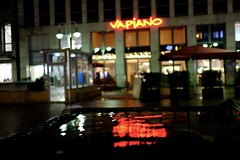 Bochum 2018-54 (lupusalpha) Tags: fuji xt2 xpro2 fujinon fujifilm city night lights light bokeh street streetphotography bochum germany nightlife color nightcolor bigcity ruhrgebiet people illumination christmasmarket centrum colourful available