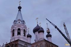 32. Установка крестов на храм святых мучениц 15.12.2014