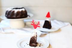 Chocolate-christmas-orea-bundt-cake-two-slices-side (thetortillachannel) Tags: christmas chocolate oreo bundt cake recipe video tasty delicious baking sweet dessert yum yummy