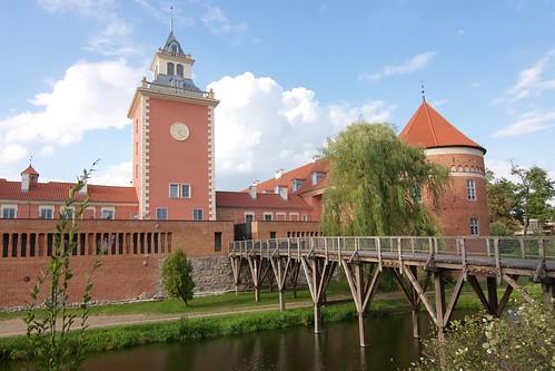 Wieża zegarowa Hotelu Krasicki na przedzamczu południowym w Lidzbarku Wamińskim od południa