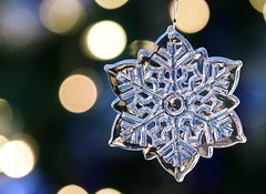Crystal Snowflake (Karen_Chappell) Tags: decor decoration tree bokeh lights xmas noel holiday snowflake ornament product stilllife one christmas