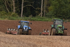 New Holland T7.270 Tractor with a Kverneland 7 Furrow Plough and a John Deere 7810 Tractor with a Kverneland 5 Furrow Plough (Shane Casey CK25) Tags: new holland t7270 tractor kverneland 7 furrow plough john deere 7810 5 t7 270 nh cnh blue green jd ploughing turn sod turnsod turningsod turning sow sowing set setting tillage till tilling plant planting crop crops cereal cereals county cork ireland irish farm farmer farming agri agriculture contractor field ground soil dirt earth dust work working horse power horsepower hp pull pulling machine machinery nikon d7200 traktori traktor trekker tracteur trator ciągnik