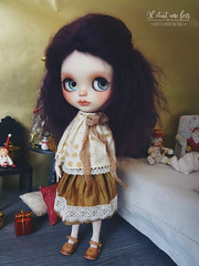 Maud in gold...