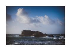 Le rocher (SiouXie's) Tags: color couleur fujixe2 fuji fujifilm 55200 siouxies bretagne finistère porspoder mer sea ocean rocher paysage landscape rock nuage cloud ciel sky