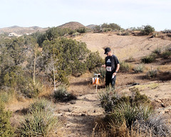 008 Checking The Compass (saschmitz_earthlink_net) Tags: 2018 california orienteering vasquezrocks aguadulce losangelescounty laoc losangelesorienteeringclub