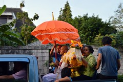 new monk on the way to the temple (the foreign photographer - ฝรั่งถ่) Tags: new monk pickup truck orange umbrella escorted our street bangkhen bangkok thailand nikon d3200