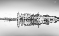 In suspension (Sizun Eye (OFF for a while)) Tags: château castle france chantilly châteaudechantilly suspension float floating moat sizuneye architecture reflection reflets picardie