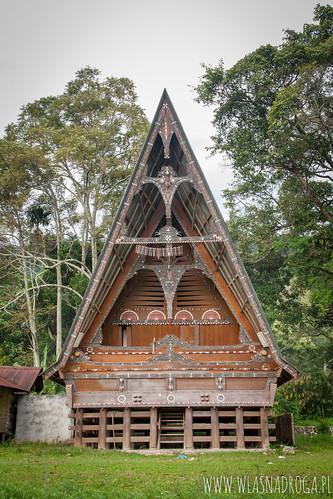 Tradycyjny, drewniany dom na wyspie Samosir