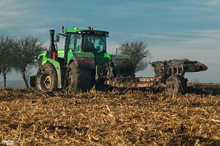 Ploughing in mud | JOHN DEERE // KVERNELAND