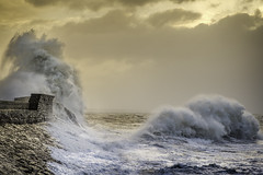 Storm Eleanor (Explored 04-01-18) (Anthony de Schoolmeester) Tags: stormeleanor eleanor storm sea porthcawl seadefences waves dawn firstlight wales southwales gales wind fujixt2 fujinonxf1655f28 fujixsystem monsterwaves