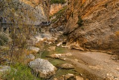 ... disfrutando del lugar y del momento ... (franma65) Tags: alquezar vero pasarelasdelvero rio huesca pasarelasdelriovero riovero