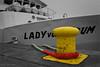 Lady von Büsum (klaus.huppertz) Tags: helgoland ship schiff hafen harbour seil rope rot gelb yellow red ladyvonbüsum nikon nikond750 d750 nikkor colourkeying ck colorkey colourkey bollard poller 2470mmf28g
