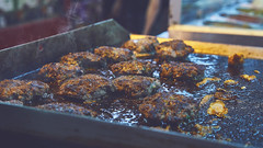 Street Food 🍖 (Vincent Monsonego) Tags: sony α αlpha alpha ilce7rm2 a7rii a7r2 zeiss sonnar t fe 55mm f18 za sel55f18z prime lens urban street food meat balls grill fried