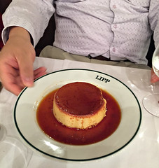 2017 Paris: Dinner at Brasserie Lipp #5 (dominotic) Tags: 2017 dinneratbrasserielipp food dessert caramelcream iphone6 paris france