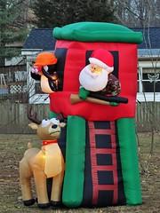20171226 Santa being (not ha ha) funny (lasertrimman) Tags: 20171226 santa being not ha funny 20171226santabeingnothahafunny nothahafunny deer claus santaclaus devoration yardart