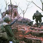 TQLC Mỹ tiến lên tường Thành Huế đổ nát trong trận chiến Tết Mậu Thân 1968 - Photo by Kyoichi Sawada thumbnail