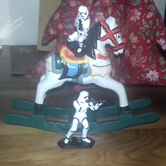 There is an endless amount of fun you can have with a couple of stormtroopers!  #stormtrooper #paint #STARWARS #starwarsfan #starwarsart #obiwankenobi #darthvader #thelastjedi #empire #firstorder #kyloren #rey #bb8 #r2d2 #etsy #etsyseller #christmas #rock (MyTinSoldiers) Tags: figure stormtrooper tinsoldier vintage rey r2d2 obiwankenobi paint bb8 rockinghorse thelastjedi funny empire starwarsart firstorder thesearenotthedroidsyouarelookingfor christmas etsy craft handmade starwars etsyseller vintagetoy starwarsfan darthvader figurine kyloren