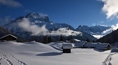 Hiver - Winter (CHAM BT) Tags: neige blanc hiver calme paix serenite toit montagne nuage sommet trace ombre montblanc vent froid foret snow white winter calm peace serenity roof mountain cloud summit shadow wind cold forest tree decembre winterbeauty