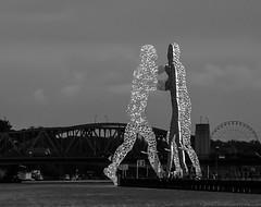 Molecule Man (peco54) Tags: moleculeman jonathanborofsky berlin skulpturen sculpture blackwhite blackandwhite schwarzweis