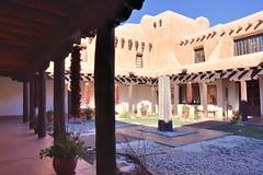 Courtyard (jpellgen (@1179_jp)) Tags: nmmoa newmexico santafe sf nm 2017 winter december art museum artmuseum travel nikon d7200 sigma 1770mm historicdistrict southwest usa america chile driedchiles courtyard architecture snow
