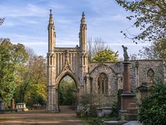 LR London 2017-300072 (hunbille) Tags: birgittelondonoktober20172lr london england nunhead cemetery magnificentseven magnificent seven victorian autumn fall allsaintscemetery all saints chapel grave graves