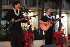 Waikiki Beach Walk - Seven Days 'til Christmas - Day 4 - 12-22-17 (@HawaiiIRL) Tags: waikiki beach walk seven days til christmas day 4 122217 waikikibeachwalk livemusic hula merrychristmas rys