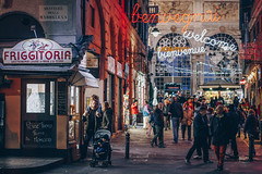 Genova, sere d'inverno (pt.1) (FButzi) Tags: genova genoa liguria italy italia centro storico vicoli street city lights people
