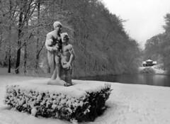 Arnhem, Park Zypendaal (*JW*) Tags: zypendaal arnhem statue