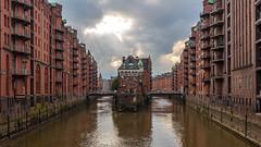 Wasserschloss in Hamburg (Juergen Huettel Photography) Tags: jhuettel wasser castle water hamburg deutschland germany schloss wasserschloss wasserschlos