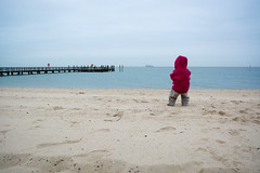 Beach Föhr (gonzales.photography) Tags: föhr germany beach ship sand child daughter jacket red peer water ocean northsee nordsee wind children holiday cold