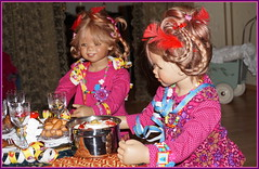 Silvesterparty ...mit Tivi und Anne-Moni ... (Kindergartenkinder) Tags: silvester kindergartenkinder annette himstedt dolls annemoni tivi