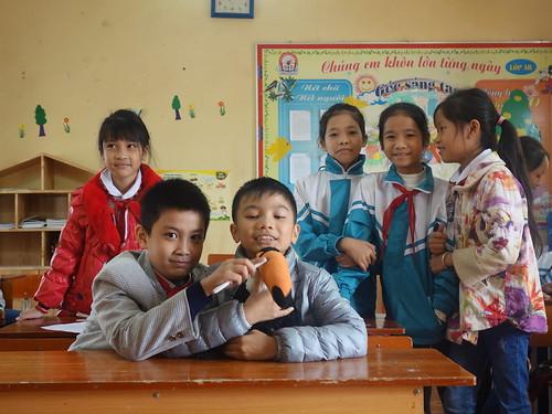 En classe avec Pelico avant de partir pour la visite du village de Co Bi
