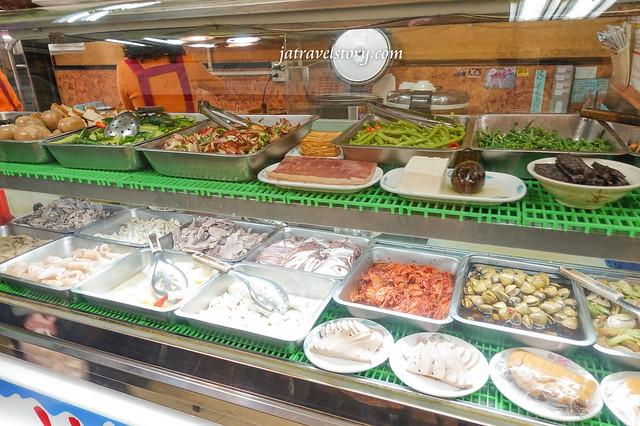 康得羹品 近百種小吃任你選,滷肉飯鹹香夠味,乾拌麵線份量十足!【新北美食】 @J&A的旅行