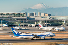 171226 HND-FUK-09.jpg (Bruce Batten) Tags: vehicles aircraft snowice transportationinfrastructure buildings shadows locations hnd automobiles airports honshu tokyo mountains fuji subjects japan airplanes ōtaku tōkyōto jp businessresearchtrips trips occasions