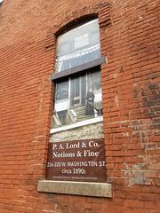 114 W. Washington, W. side of bldg, Raycrafts, Monticello, IL 20171010-6 (RLWisegarver) Tags: piatt county history monticello illinois usa il