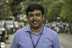 Amarnath (Frankhuizen Photography) Tags: amarnath bangalore india 2017portret portrait smile glimlach bengaluru karnataka street straat streetlife photography fotografie kleur color colour people posed geposeerd man ngr