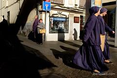 Miradas entre sombras (jesus pena diseño) Tags: jpena jpenaweb jesuspenadiseño street photography people fuji fujifilm colour women views shadows madrid spain alcaladehenares