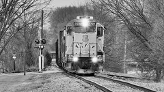 11th Street Wandering (Laurence's Pictures) Tags: union pacific cnw chicago northwestern cgu rockford illinois transportation freight rail emd railway railroad locomotive