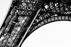 Legs (2Mac) Tags: fineart art kitlens d80 nikon toureiffel letoureiffel eiffeltower eiffel traveler beauty cityoflight oneday travel france paris