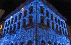 A Christmas decorated building, Florence, Italy (George Fournaris) Tags: florence firenze italy nightshot night christmasdecoration