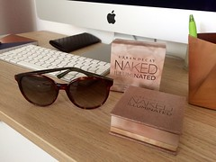Boss babe (Mona Smile) Tags: beauty cosmetics girlie urbandecay glow highlight sunglasses gucci imac white colors